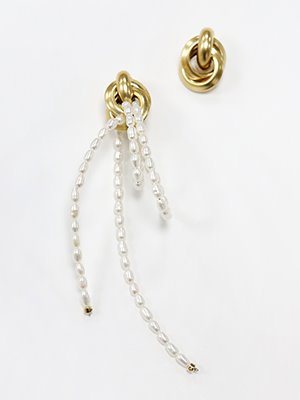 Carrie's Pearl drop earring