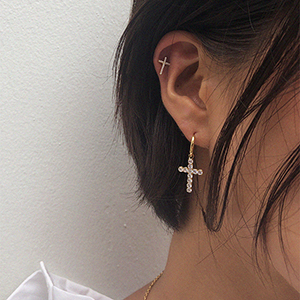 Amazing small cross earring [gold]