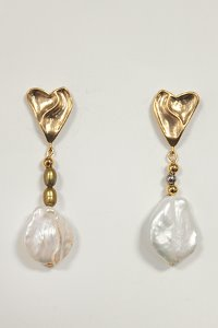 Lovely pearl drop earring