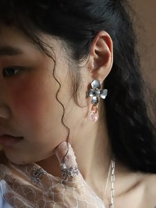 Blooming flower drop earring [Silver]
